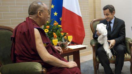 nicolas-sarkozy-le-dalai-lama-serein12286295751