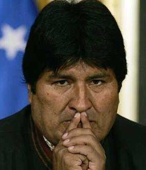 Vassalité atlantiste. La France a interdit au président bolivien, initialement soupçonné de transporter Snowden, de survoler son territoire