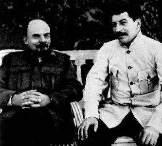 Lenine_staline_gorki_1922