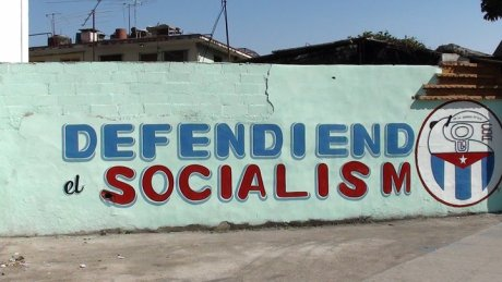 Un slogan peint par un Comité de Défense de la Révolution, non loin de la Place de la Révolution à La Havane (photo : Marc Harpon, avril 2011)